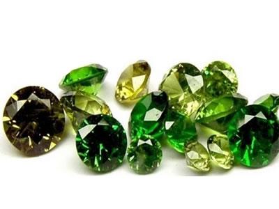 Гранат цвета камень