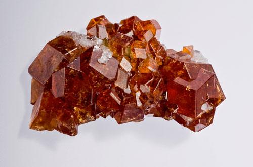 Камень Гранат: свойства, фото, знак зодиака, цвет и ...: http://www.aloris.ru/kamen-granat